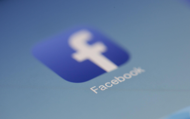 Facebook logo, Facebook groups
